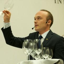 Andrzej Strzelczyk. C Winoioliwa.com.