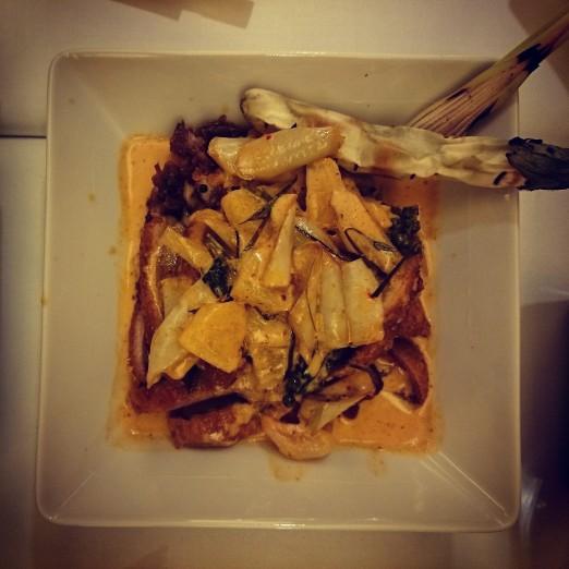 Kaczka z białym bakłażanem i chilli.