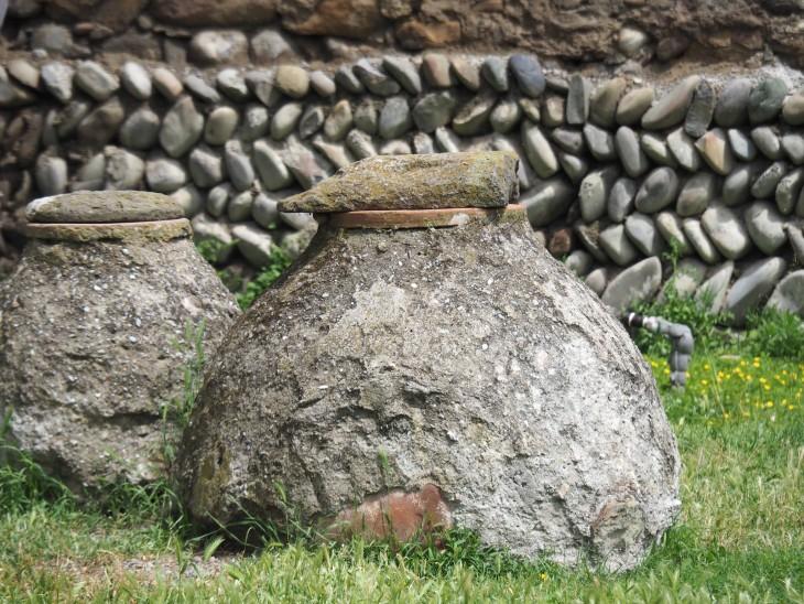 Kvevri – gruzińska amfora. © Izabela Kamińska.