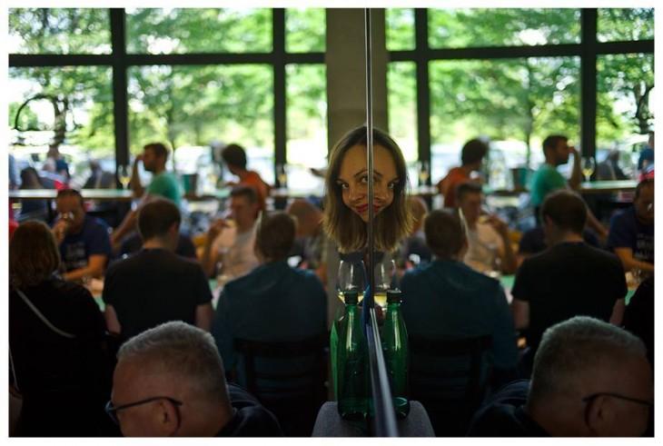 Marta Wrześniewska po drugiej stronie cydrowego lustra. © Mario Janiszewski.