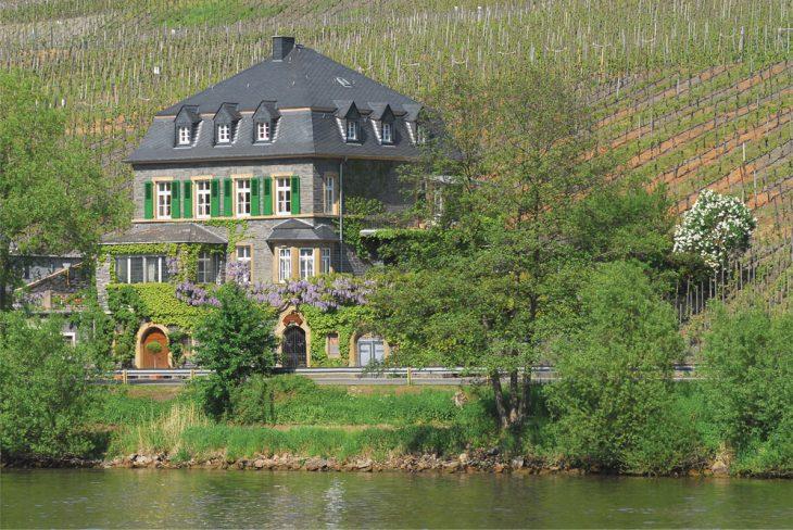 Słynne piwnice Dr. Loosena w miasteczku Bernkastel. © Dr. Loosen.