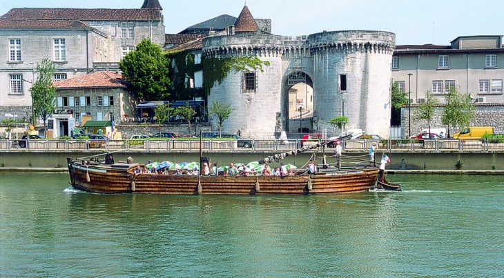 Miejscowość Cognac. © visit-poitrou-charentes com.