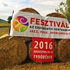 Tradycyjny, festiwalowy witacz. © Maciej Nowicki.