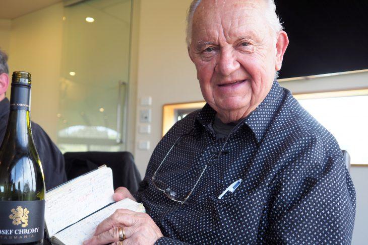 Josef Chromy nie rozstaje się ze swoim notesem. © Izabela Kamińska