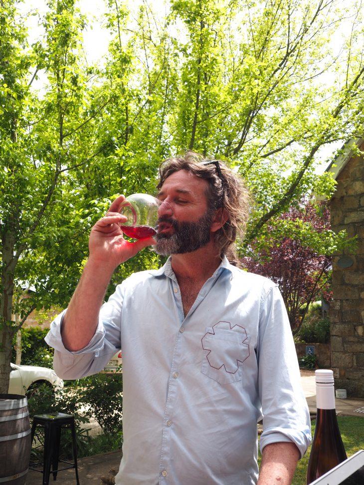 Taras Ochota lubi swoje wino. © Izabela Kamińska